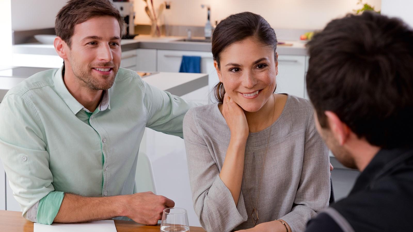 Famiglia avvantaggiata grazie al termostato intelligente digitale EasyControl di Bosch